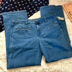 NWT forever 21 medium wash Trouser jeans 16